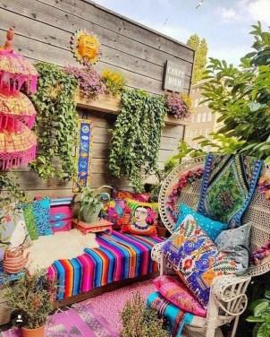 Basic Exterior Wall Into an Elegant Vertical Garden to Perfect Your Garden 26