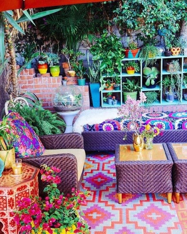 Basic Exterior Wall Into an Elegant Vertical Garden to Perfect Your Garden 40