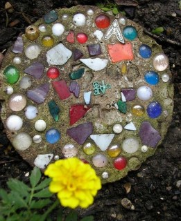 Beautiful DIY Mosaic Ideas To Beautify Your Garden 15