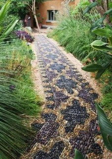 Beautiful DIY Mosaic Ideas To Beautify Your Garden 16