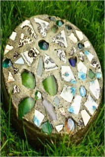 Beautiful DIY Mosaic Ideas To Beautify Your Garden 17