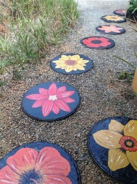 Beautiful DIY Mosaic Ideas To Beautify Your Garden 20