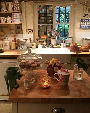 Cool Farmhouse Kitchen Decor Ideas On a Budget 15
