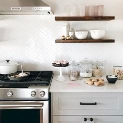 Cool Farmhouse Kitchen Decor Ideas On a Budget 28