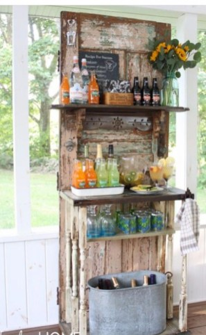 DIY Bright Outdoor Bar Using Pallet 11