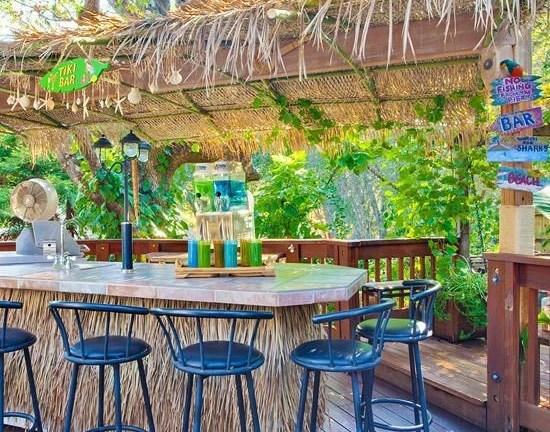 22 DIY Bright Outdoor Bar Using Pallet