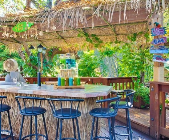 DIY Bright Outdoor Bar Using Pallet 20