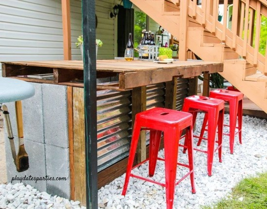 DIY Bright Outdoor Bar Using Pallet 21