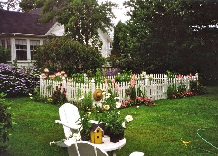 How to Coolest & Looks Bright, with Fences White-colored House 22