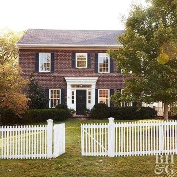 How to Coolest & Looks Bright, with Fences White-colored House 33