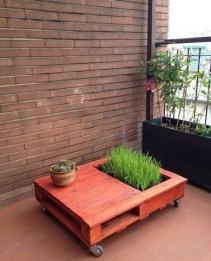 Inexpensive DIY Planter with Pallet 03