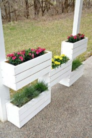 Inexpensive DIY Planter with Pallet 14