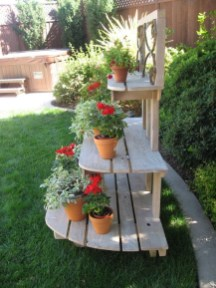 Inexpensive DIY Planter with Pallet 22
