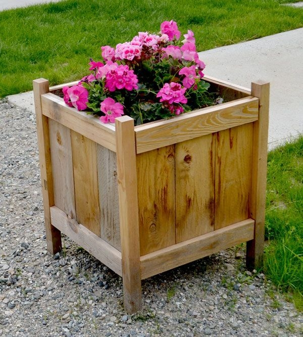 Inexpensive DIY Planter with Pallet 36