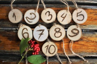Beautiful Decorations for Your Wedding Decoration with Wooden Slices42