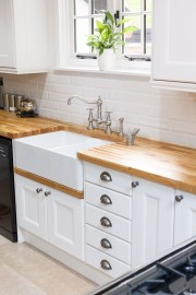 Cozy Kitchen Decorating with Farmhouse Sink Ideas 01