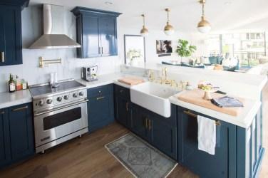 Cozy Kitchen Decorating with Farmhouse Sink Ideas 28