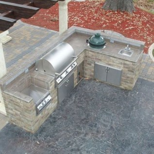 Amazing Outdoor Kitchen Bars to Finish This Summer 13