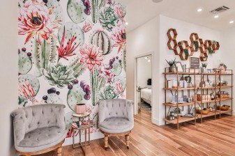 Best Wallpaper Decoration Designs to Enhance Your Family Room 22