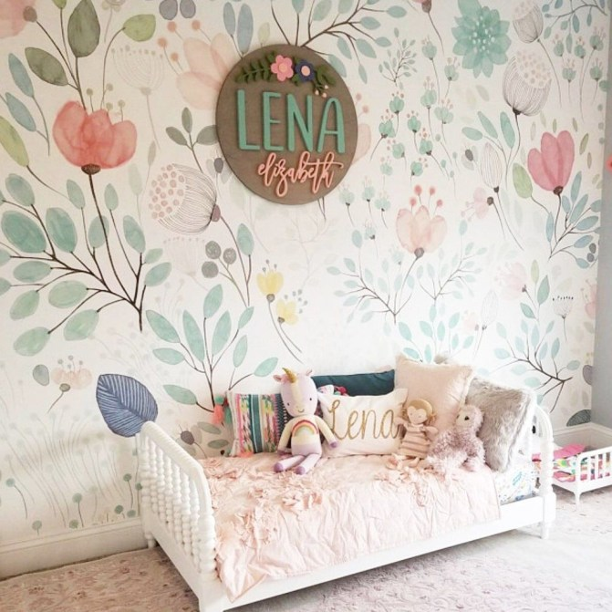 Best Wallpaper Decoration Designs to Enhance Your Family Room 31