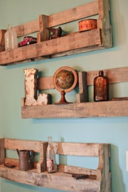 Cool Interior Design DIY Pallet to Beautify Wall Hangings of your Home 17