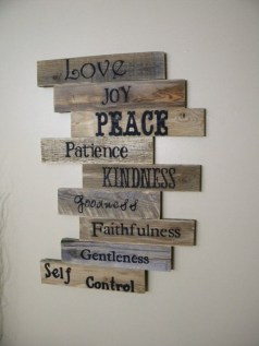 Cool Interior Design DIY Pallet to Beautify Wall Hangings of your Home 49