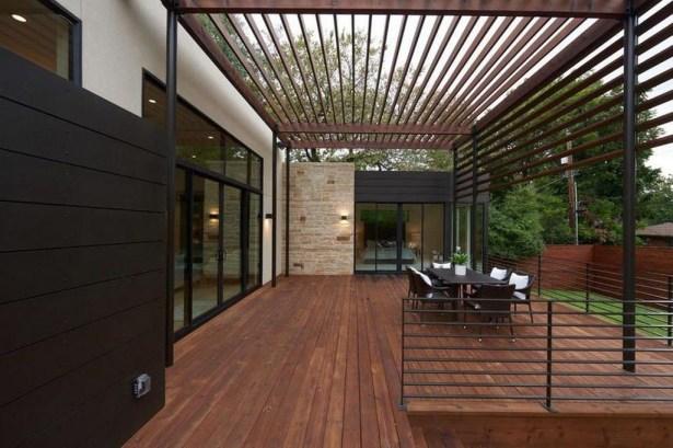 Easy DIY Wooden Deck Design For Backyard 25