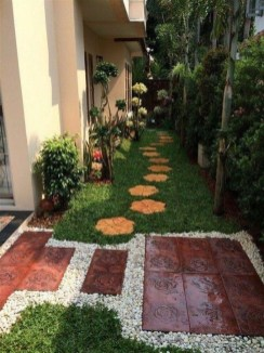 Mesmerizing Side Yard Landscaping Design Ideas to Perfect Your Garden Design 02