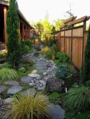 Mesmerizing Side Yard Landscaping Design Ideas to Perfect Your Garden Design 07