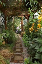 Mesmerizing Side Yard Landscaping Design Ideas to Perfect Your Garden Design 21