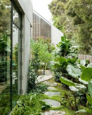 Mesmerizing Side Yard Landscaping Design Ideas to Perfect Your Garden Design 23