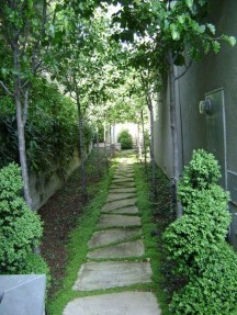 Mesmerizing Side Yard Landscaping Design Ideas to Perfect Your Garden Design 24