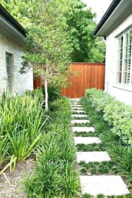 Mesmerizing Side Yard Landscaping Design Ideas to Perfect Your Garden Design 25