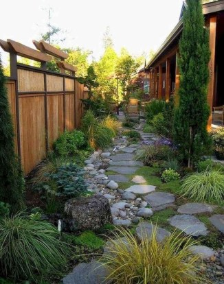 Mesmerizing Side Yard Landscaping Design Ideas to Perfect Your Garden Design 34