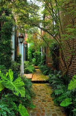 Mesmerizing Side Yard Landscaping Design Ideas to Perfect Your Garden Design 35
