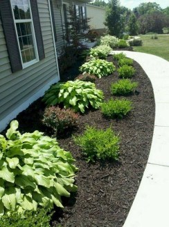 Mesmerizing Side Yard Landscaping Design Ideas to Perfect Your Garden Design 46