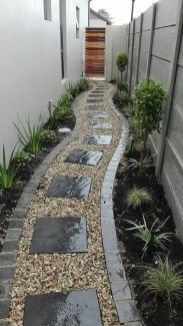 Mesmerizing Side Yard Landscaping Design Ideas to Perfect Your Garden Design 49