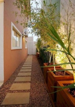 Mesmerizing Side Yard Landscaping Design Ideas to Perfect Your Garden Design 54