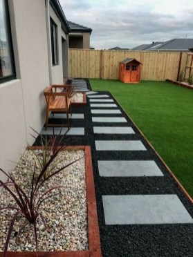 Mesmerizing Side Yard Landscaping Design Ideas to Perfect Your Garden Design 63