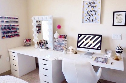 Most Comfortable Makeup Room with Mirror Decoration for Women 08