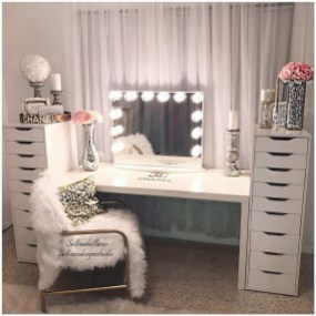 Most Comfortable Makeup Room with Mirror Decoration for Women 11