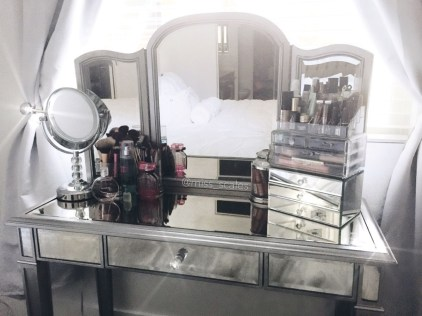 Most Comfortable Makeup Room with Mirror Decoration for Women 24