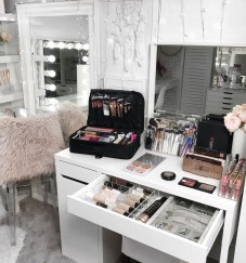 Most Comfortable Makeup Room with Mirror Decoration for Women 26