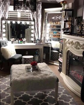Most Comfortable Makeup Room with Mirror Decoration for Women 29