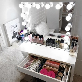Most Comfortable Makeup Room with Mirror Decoration for Women 34
