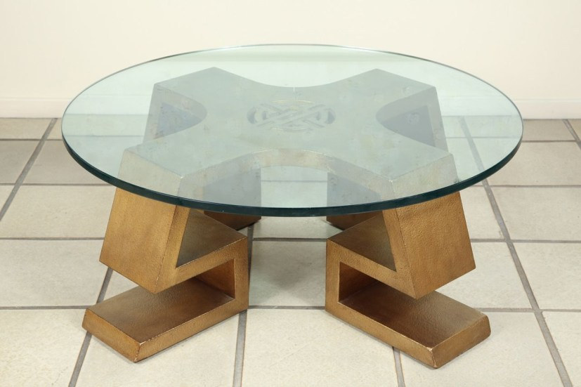 The Charm of Homely Contemporary Living rooms with Oval Coffee Table Decorations 15
