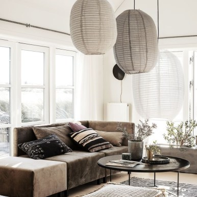 The Charm of Homely Contemporary Living rooms with Oval Coffee Table Decorations 27