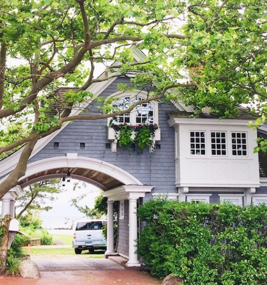 Variety of Colors Charming Exterior Design for Country Houses to Look Beautiful 20