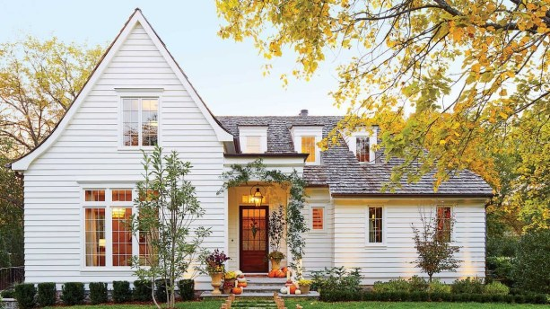 Variety of Colors Charming Exterior Design for Country Houses to Look Beautiful 31