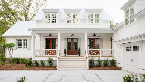 Variety of Colors Charming Exterior Design for Country Houses to Look Beautiful 35